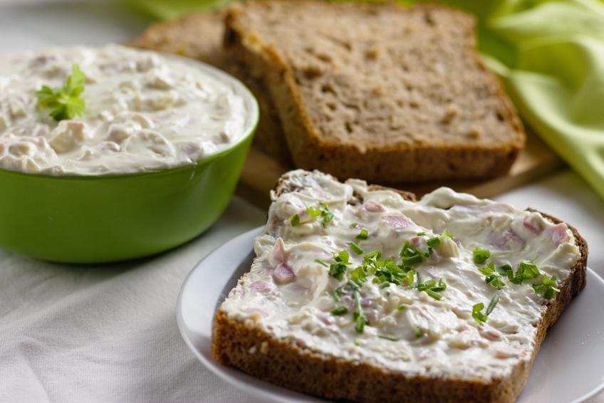 Proteine. vom Eiweiß Brot bis Protein Drink low carb und der Werbung