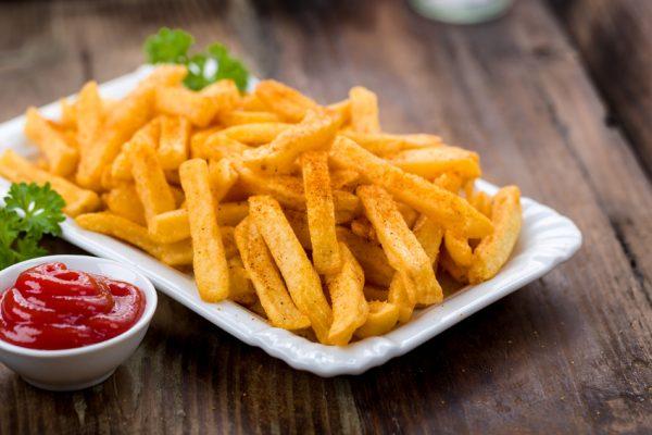 Acrylamid in Lebensmittel: Von den Pommes über Kaffee, Gebäck Frühstückscerealien und mehr.