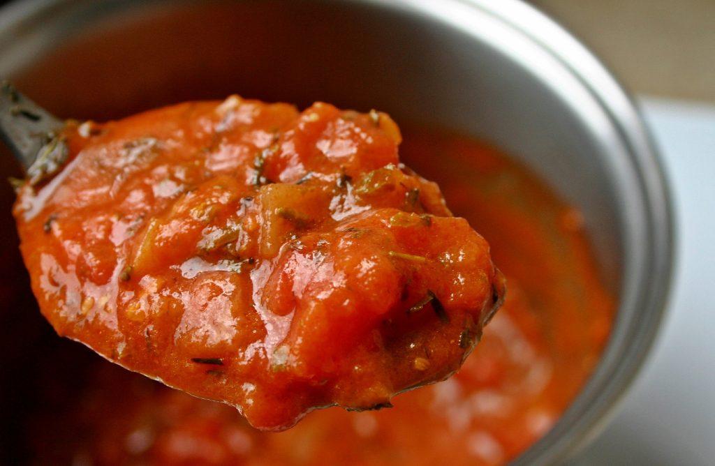 Eingekochte Tomaten enthalten viel gesundes Lycopin, sind daher gesünder als rohe