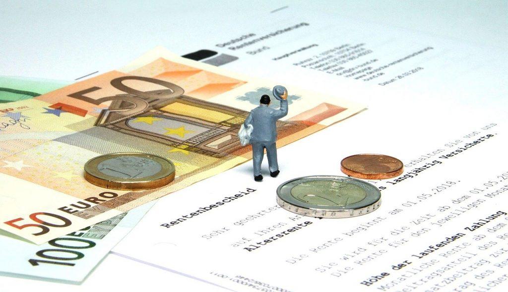 Über eine Rentenerhöhung freut sich jeder. Doch mit der neuerlichen Rentenerhöhung könnte es dazu kommen, dass Sie als Rentner erstmalig wieder Steuern zahlen müssen.